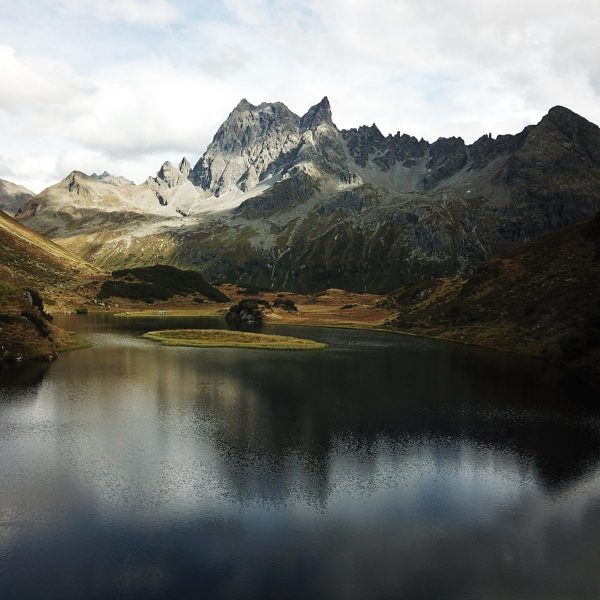 🚴🏻♂️bike and hike 🏔 #stantonamarlberg #langsee #bergsee #arlberg Konstanzer Hütte