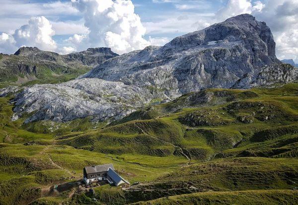 Tilisunahütte und Weißplatte . . #österreich #vorarlberg #montafon #tilisunahütte #unserealpen #alpen #berge #alps ...