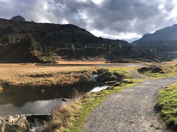 Herbstwanderung zum schönsten Platz Österreichs ♥️ #schönsterplatzösterreichs #körbersee #kalbelesee #herbst #arlberg #warth #winter ...