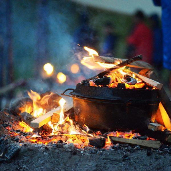 Mach ein #feuer wenn es kalt wird der #glühwein im #feuertopf wird super! ...