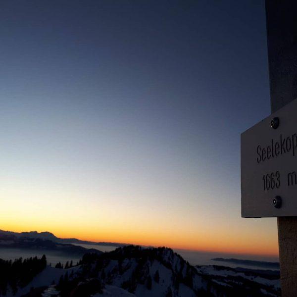 #newyear #firstsummit #seelekopf #sunset #goodstartinto2020 #allgäu #mountains #gipfelstürmer #dobinidahoam #nagelfluhkette #fistdayat2020 #scarpa #engelbertstrauss ...