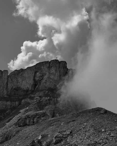 Wochenendtrip ins Kleinwalsertal 2019 #hohenifen #kleinwalsertal #mountains #breathe #blackwhitephotography #gipfelkreuz Hahnenköpfle