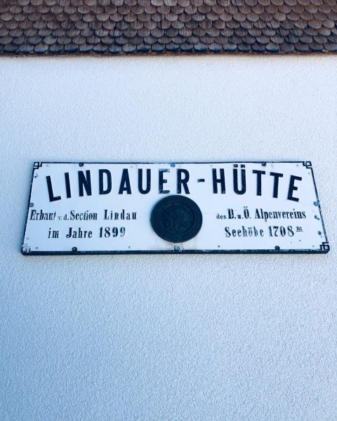 #Gauertal #lindauerhütte 𝘄𝘄𝘄.𝗿𝗼𝗲𝗺𝗲𝗿𝘃𝗶𝗶.𝗮𝘁/𝗼𝗻𝗹𝗶𝗻𝗲𝘀𝗵𝗼𝗽 #buylocalvlbg #RÖMERVII #conceptstore #thinkinglifestyle #influencer #lifestyleblogger #style #instaday #picoftheday #instacool ...