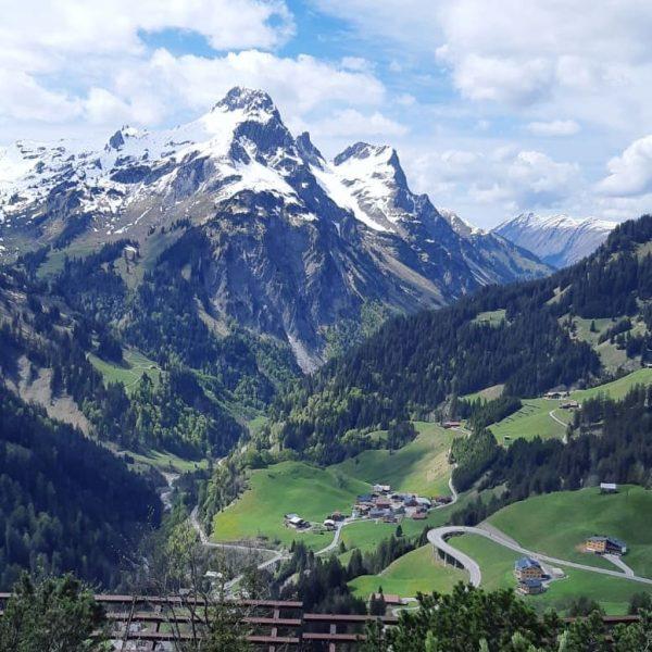 🌷🌻 ~ Happy Sunday • • #warthschröcken #atemderberge #mountains #spring #summer #sunshine #bergliebe ...