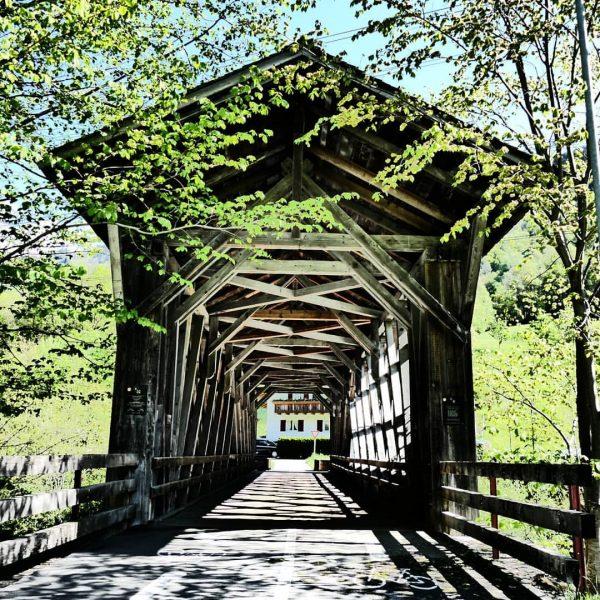 #österreich #vorarlberg #montafon #tschagguns #mountains #meinvorarlberg #meinmontafon #montafonmoments #holzbau #holz #brücke #bridge #montafontourismus ...