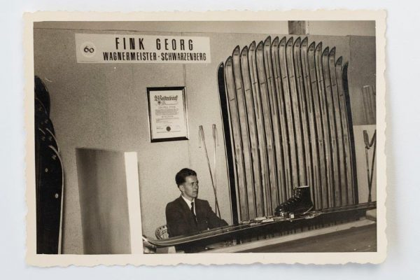 Edwin Fink auf der Mustermesse Dornbirn, 1955 Die Firma Fink-Ski Schwarzenberg präsentierte sich ...
