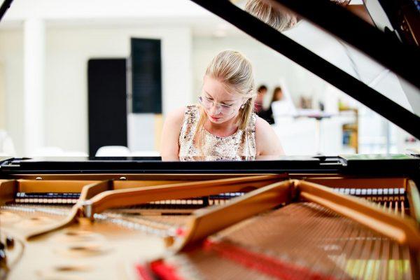 Heute 5. Mai um 17:55 Uhr, Live-Stream! Studienkonzert der Klavierklasse Anna Adamik . ...