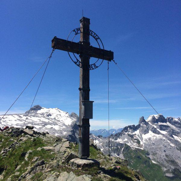 #rätikon #tilisunahütte #schwarzhorn #dreitürme #steigauf #montafon #peakhunter #peakhunterapp #lifeisbetterinthemountains #bergsüchtig #dobaischamschönsta #gipfelglück #dahem ...