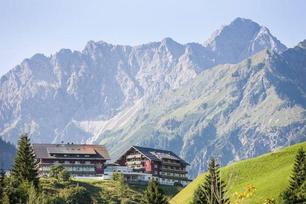 🇦🇹 Heimaturlaub in den Bergen 🇦🇹 im Hallers Geniesserhotel im Kleinwalsertal! 📸 By ...