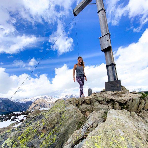 Verrückt nach Gipfelglück 🏔💞 ⠀⠀⠀⠀⠀⠀⠀⠀⠀⠀⠀⠀⠀⠀⠀⠀⠀⠀⠀⠀⠀⠀⠀⠀⠀⠀⠀⠀⠀ ⠀⠀⠀⠀⠀⠀⠀⠀⠀⠀⠀⠀⠀⠀⠀⠀⠀⠀⠀⠀⠀⠀⠀⠀⠀⠀⠀⠀⠀ #alpenvereinvorarlberg#meinmontafon#muttjöchle#silbertal#kristberg#meintraumtag#gipfelkreuz#gipfelkreuzstore#bergliebe#montafon#natur#daheim#schneejuhee#alpen#wandern#vorarlberg#dahemischasamschönschta#austriamountaingirls Muttjöchle 2074m