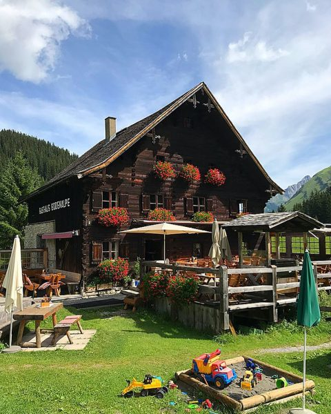 Die Bodenalpe in Lech - a lovely place to be. #bodenalpe #gutesessen #guterwein ...