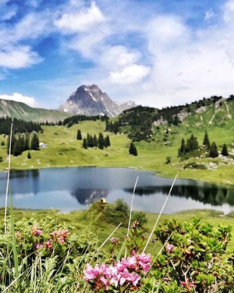 Der Körbersee (1675m) . 🏞 Ein kleiner Bergsee im Lechquellgebirge, gehörend zur Gemeinde ...
