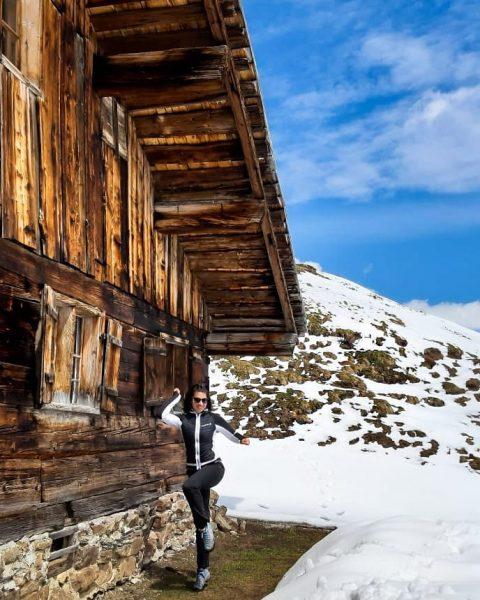 ⛰️🤸♀️ #hiking #hikinggirl #hikingadventures #mountains #mountaingirl #austria #lechzuers #wanderlust #adventuretime #discover_earth #enjoylife #austriangirl ...