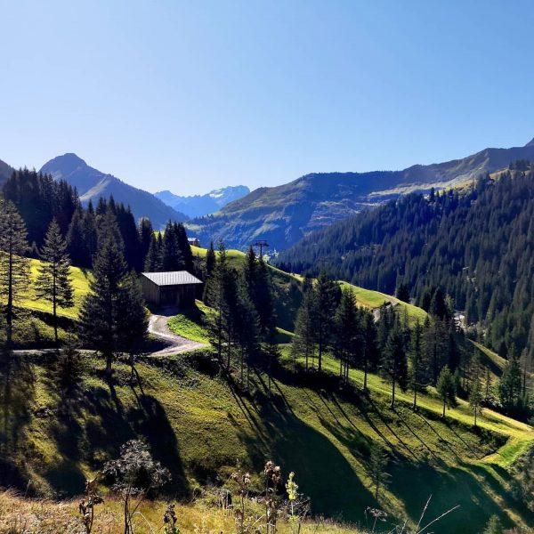 Wanderschuhe schnüren und ab geht's in die herrliche Vorarlberger Bergwelt! ❤️🥾🥾 Wandern ist ...