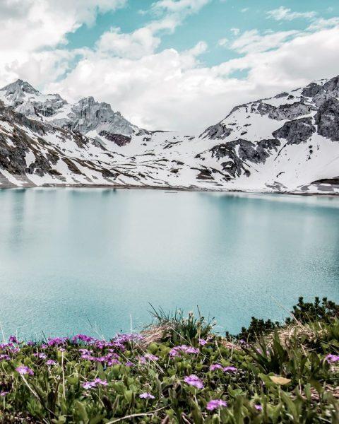 ↡↟ Spring in the mountains. 🌷❄💚 📌 Lünersee, 🇦🇹 __________ #lünersee #bergemitwow #spring ...