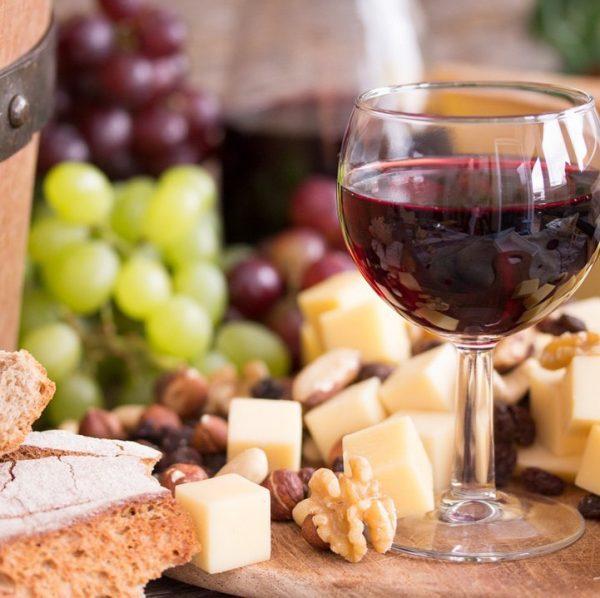 Wein und Käse – die ideale Kombination. 👌🏻 Ob bei einer edlen Weinverkostung ...