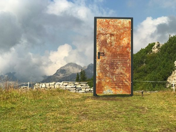 Kunst am Berg. #danielaegger #lech #lechamarlberg #lechliebe #lechzuers #kriegeralpe #kriegerhorn #kunstamberg #lechzug #sommerinlech ...