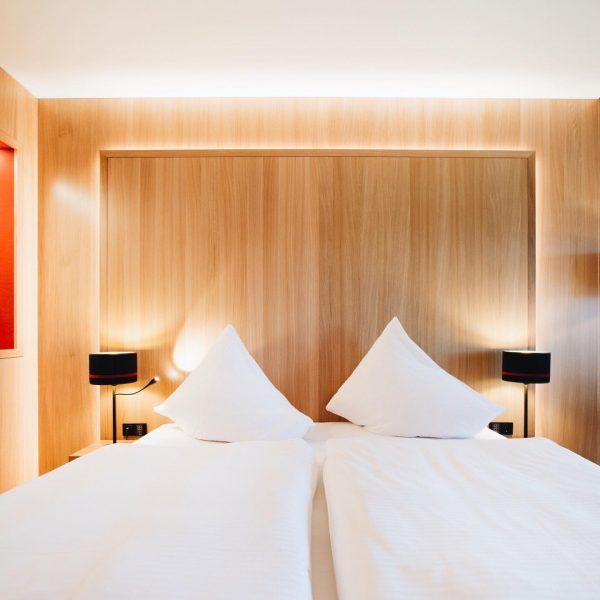 Das Hotel Schwärzler ist bereits für Schlüsselarbeitskräfte geöffnet. Am 18.05. öffnet das Restaurant ...