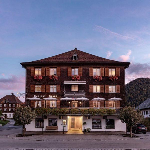 Viel authentischer geht Urlaub in Vorarlberg nicht: Im Hotel Gasthof Krone Hittisau bei ...