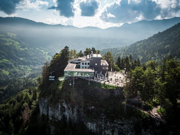 ❤️ Das Panoramarestaurant Karren öffnet am 15. Mai ❤️ 🚠Die Seilbahn startet voraussichtlich ...