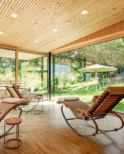 Platz genießen: Großzügige Ruheräume. 20.000m² Gartenfläche. Das Naturhotel Chesa Valisa****