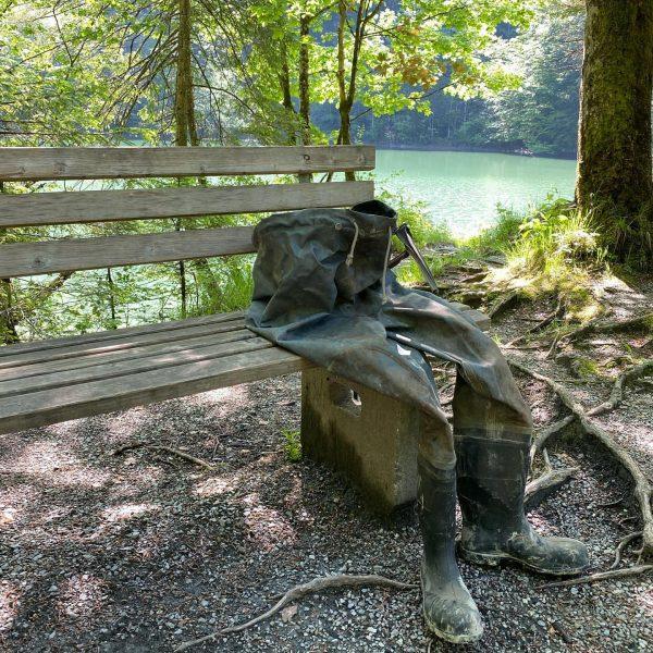 Strange! #vermisst #anglerhose #gummistiefel #parkbank #staufensee #rappenlochschlucht #dornbirn #venividivorarlberg
