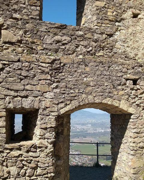 Ich kam. Ich sah. Die Vergangenheit. #venividivorarlberg #visitvorarlberg #hohenems Burgruine Hohenems