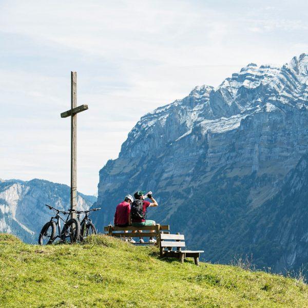 Abenteuerliche Bike-Touren, idyllische Wanderungen und eine grandiose alpine Natur. Das ist Urlaub im ...