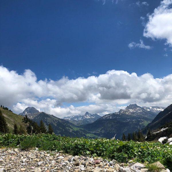Stille • Ruhe • Luft • Berge #venividivorarlberg #visitvorarlberg #warthschröcken #atemderberge #schneegarant Warth, ...