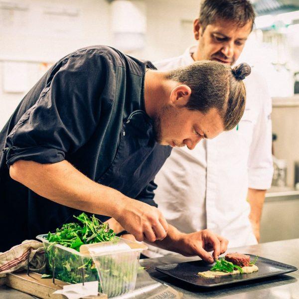 Bist du bereit für kulinarische Erlebnisse? In unserer kreativen Küchen verwandeln unsere Köche ...