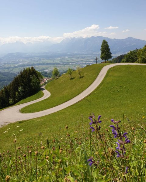 What a wonderful day. 👌😍 #hiking #visitvorarlberg #wandern #mitfreunden #machtspaß #üserländle #fraxern #hohekugel ...