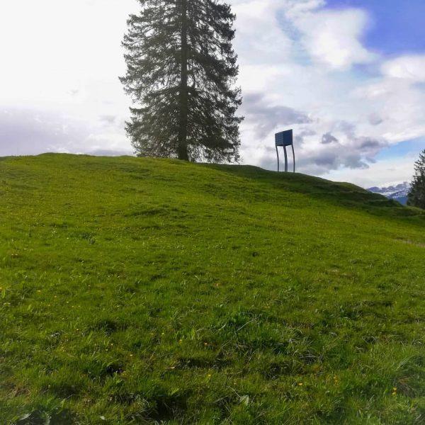 Der feige Hochstand - Alpine Art Muttersberg . . #visitvorarlberg #visitvorarlberglater #nüziders #bludenz ...
