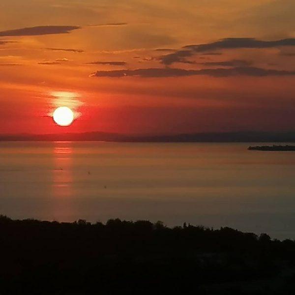 #sunset #redsun #bodensee #bodenseeliebe #bodenseepage #gebhardsberg #bregenz #landscapephotography #lakelove