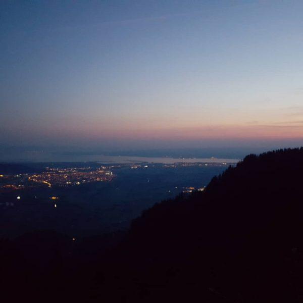 Ein neuer Tag beginnt... Sonnenaufgang auf der Hohen Kugel 1645 m #venividivorarlberg #bodenseevorarlberg ...