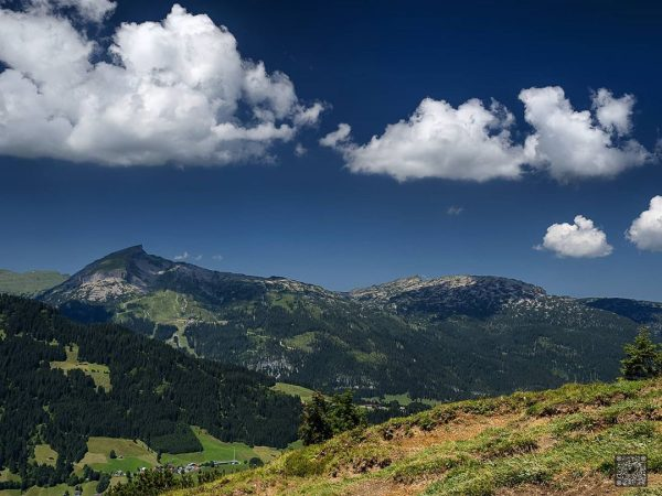 Hoher Ifen und das Gottesackerplateau. Der Hoher Ifen ein Berg der 2229 m.ü.NHN ...