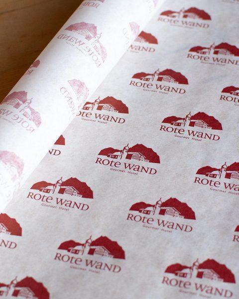 Icon für »Rote Wand Gourmet Hotel«. Kombiniert mit dem bestehenden Hotelschriftzug wurde daraus ...