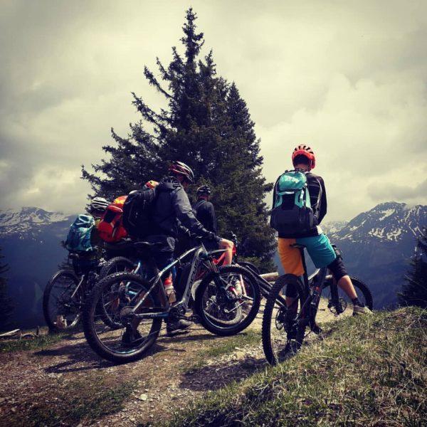 Bikeguide im Montafon #flatsucks #bergpartnervorarlberg #visitvorarlberg #meinmontafon #venividivorarlberg #specializedbikes #biketrail #bikehow @bergpartner_vorarlberg @flat.sucks ...