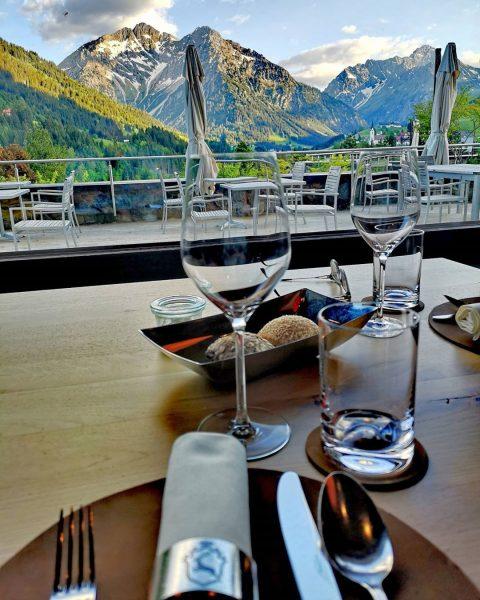 Abendessen mit diesem Panorama... Phänomenal 👌 @ifenhotelkleinwalsertal danke für diesen tollen ersten Tag ...