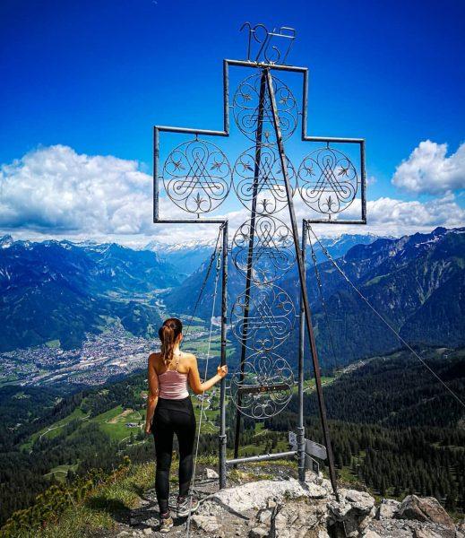 Gipfelkreuz 🏔 Mondspitze 🌜 #afterwork Heute direkt nach der Arbeit rauf auf den ...