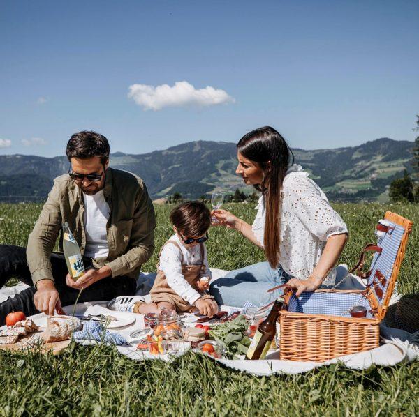 PICKNICK SERVICE Wir liefern Ihnen den Picknickkorb an einen der schönsten Aussichtsplätze in ...