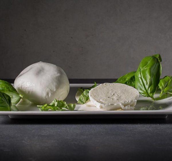 Sommerzeit ist #mozzarella zeit ☀️ nun auch auf dem Dornbirner Wochenmarkt! @laedalarslea hat ...