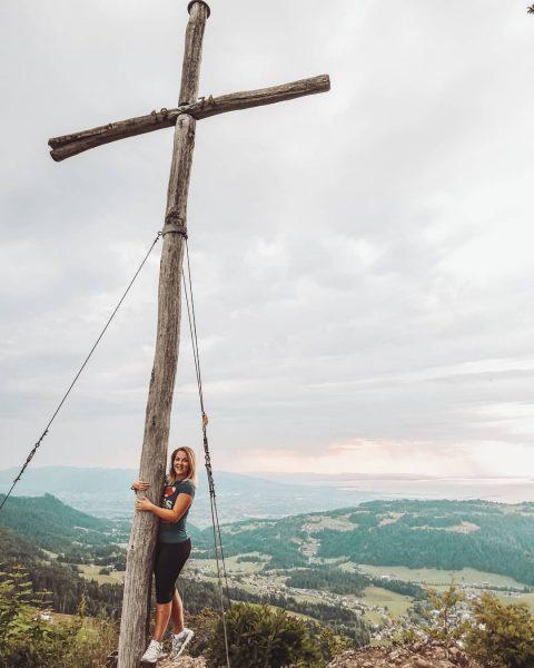 Hallo Gipfelkreuz, hallo Ausblick 💪 . . . #brüggelekopf #alberschwende #gipfelkreuz #gipfelstürmer #wandern ...