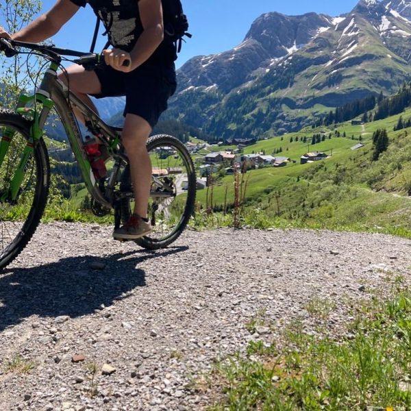 Gestern noch das herrliche Wetter genützt und eine Runde mit dem Rad gedreht. ...