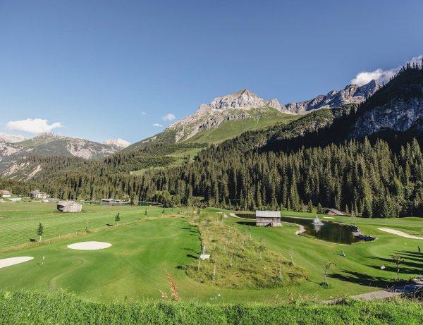 """Traumhafte Golfabschläge rund um die Genießerhotels ⛳️ ——- Diese """"Golfsafari"""" präsentiert eine feine ..."""