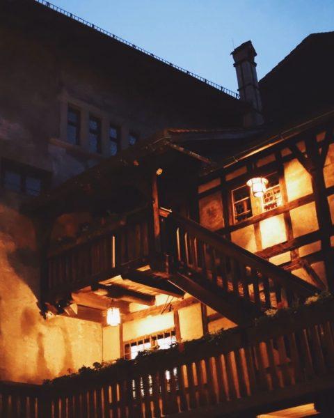 Der Aufgang zu unserem Rittersaal. Genuss auf der höchsten Stufe, für ihren Anlass zu buchen. _ _...