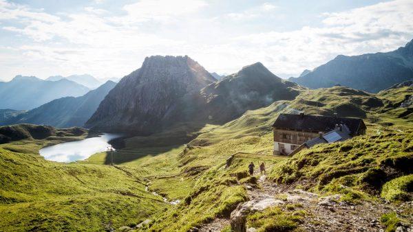 ...von Berghütte zu Berghütte ⛰ Erkunde das Montafon und seine malerisch gelegenen Berghütten, ...