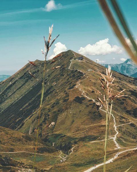Ещё одна, вершина мира... • • • • • Shot on Galaxy Note 9 #österreich🇦🇹 #kleinwalsertal #alpen...