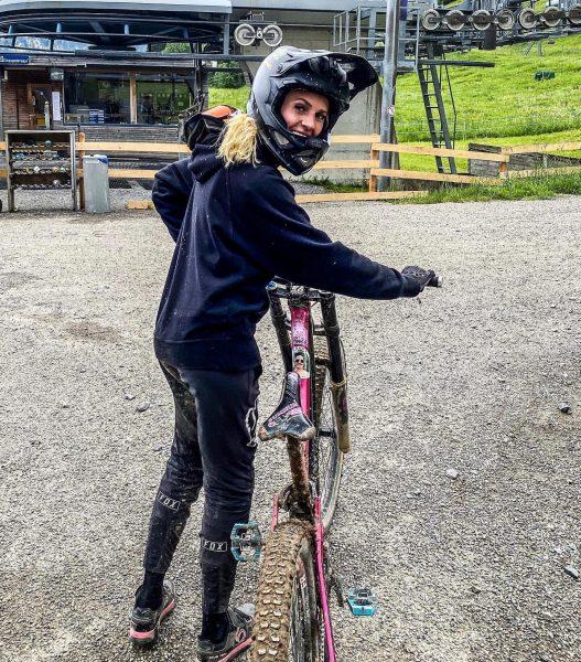 Weekend is oooon 😎 muddy day @bikeparkbrandnertal 🚲🏔 #downhill #mtb #downhillmtb #mtblife #downhillbikes ...