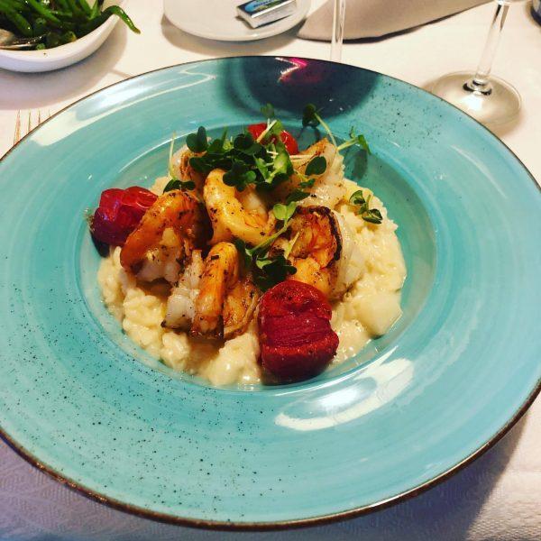 Darf es heute ein sommerliches Spargelrisotto mit Scampi vom Grill für Sie sein? ...