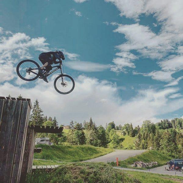 #treksession99 #bikeparkbrandnertal #downhill #downhillbikes 📸@summermetallbau Bikepark Brandnertal